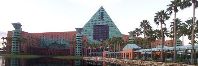 File:Dolphin-hotel-2.jpg
