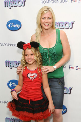 File:Myzos+Presents+Official+Launch+New+Disney+Dceche -WdAl.jpg