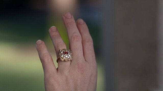File:Once Upon a Time - 3x18 - Bleeding Through - Engagement Ring.jpg