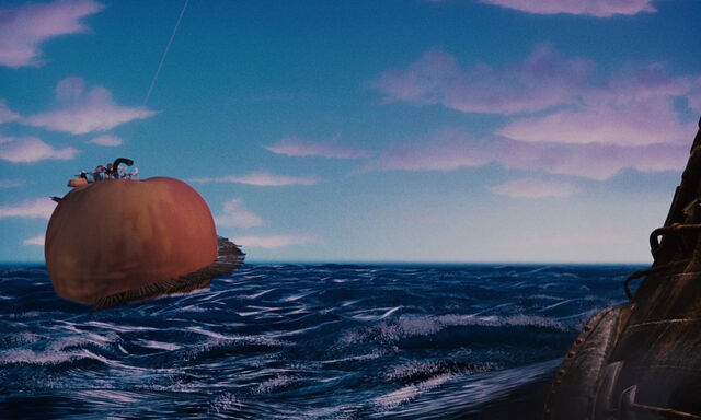 File:James-giant-peach-disneyscreencaps com-3882.jpg