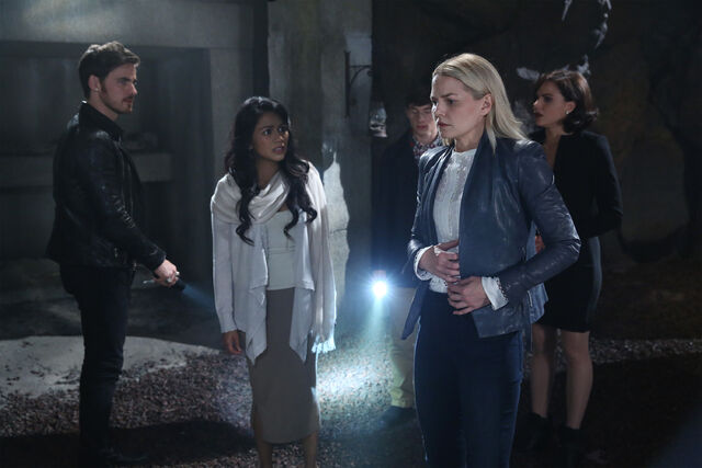 File:Once Upon a Time - 6x05 - Street Rats - Photography - Emma 3.jpg