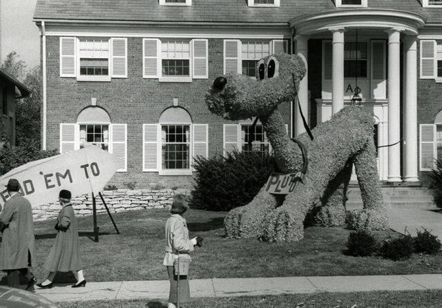 File:1960 homecoming decorations pluto2.jpg