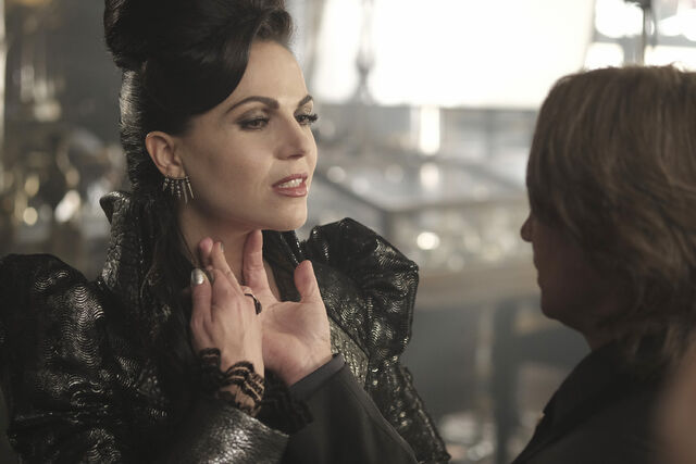 File:Once Upon a Time - 6x02 - A Bitter Draught - Photography - Evil Queen.jpg