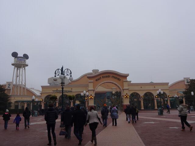 File:Walt Disney Studios Park entrance.jpg