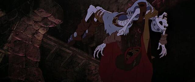 File:Horned King cauldron.jpg
