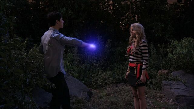 File:Wizards of Waverly Place - 3x26 - Moving On - Justin and Disguised Harper 3.jpg