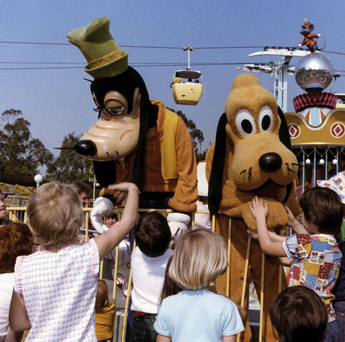 File:VP23-52 - Goofy, Pluto and Friends.jpg
