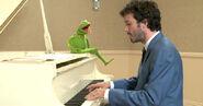 TheMuppets-(2011)-Kermit&BretMcKenzie02