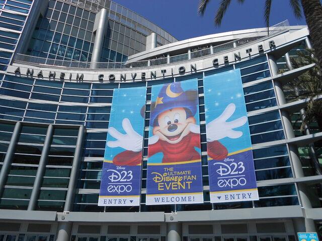 File:Anaheim Convention Center Entrance.jpg