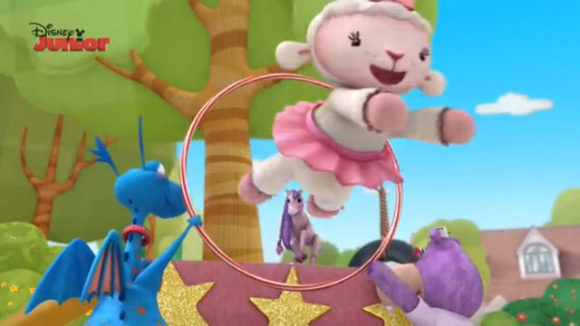 File:Lambie jumps through the hoop.jpg