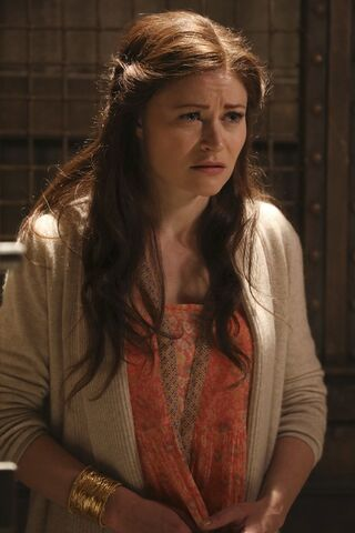 File:Once Upon a Time - 6x09 - Changelings - Photography - Belle 6.jpg