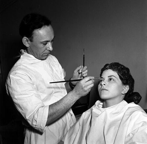 File:Joan in make up.jpg