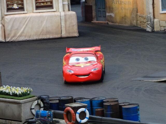 File:Lightning McQueen in Moteurs... Action! Stunt Show Spectacular.jpg