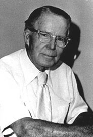 File:Chester-gould-1-sized.jpg