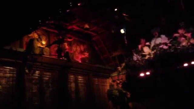 File:Enchanted-Tiki-Room.jpg