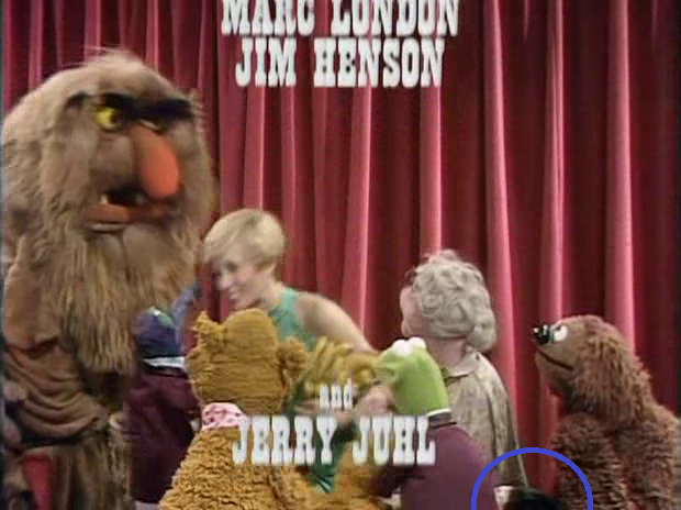 File:Muppet Show Ending 114 goof.png
