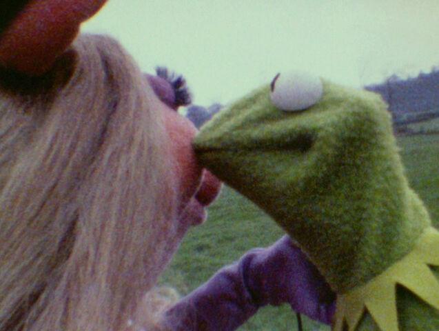 File:Kiss Piggy Kermit tmm test.jpg