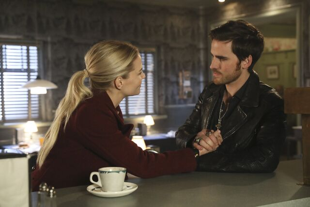 File:Once Upon a Time - 6x09 - Changelings - Photography - Emma and Hook 2.jpg