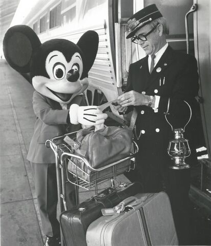 File:MickeyTrainTour.jpg