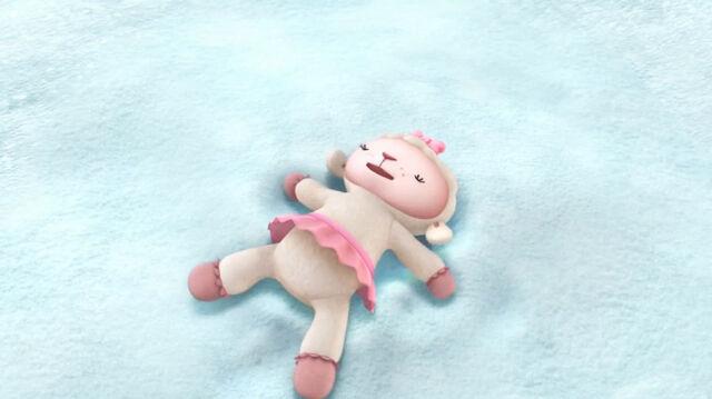File:Lambie makes a snow angel.jpg
