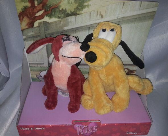 File:Pluto dinah kiss.jpg