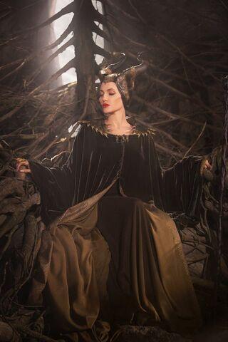 File:Maleficent-(2014)-315.jpg