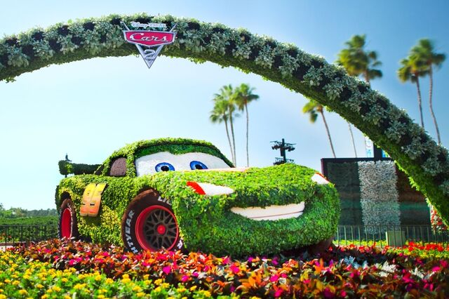 File:Lightning McQueen topiary.jpg