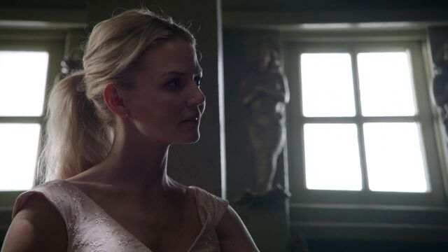 File:Once Upon a Time - 5x03 - Siege Perilous - Light Swan.jpg