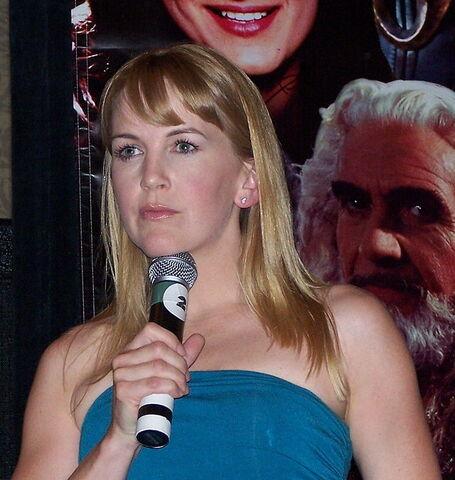 File:Renee O'Connor Xena Con 2007.jpg
