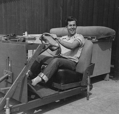 File:Bob-Gurr 18-Years-Old Art-Center 1950.jpg
