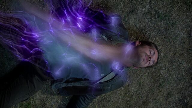 File:Once Upon a Time - 5x02 - The Price - Robin's soul.jpg