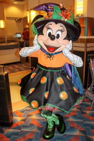 File:Minnie at Minnie's Halloween Dine2.jpg