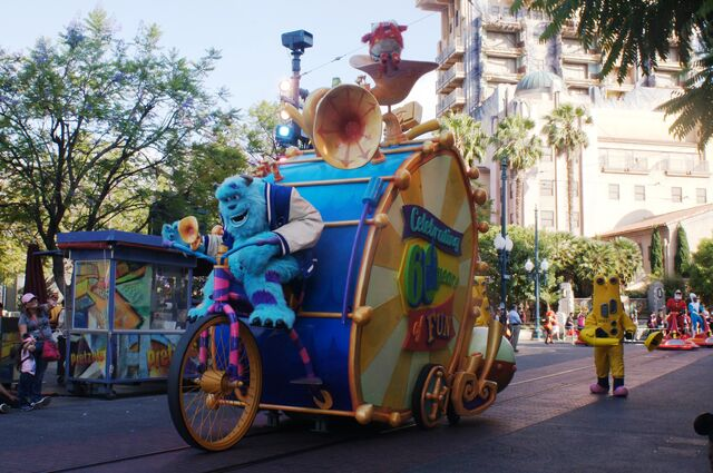 File:Pixar Play at Parade Disney California Adventure.jpg