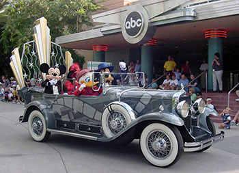 File:Disney-Stars-and-Motor-Cars-Parade.jpg