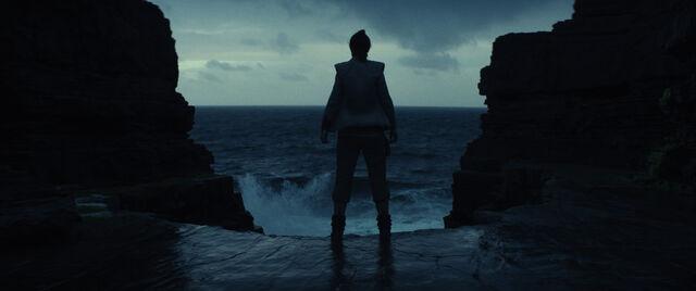File:The Last Jedi 04.jpg