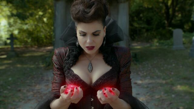 File:Once Upon a Time - 6x07 - Heartless - Evil Queen with Hearts.jpg