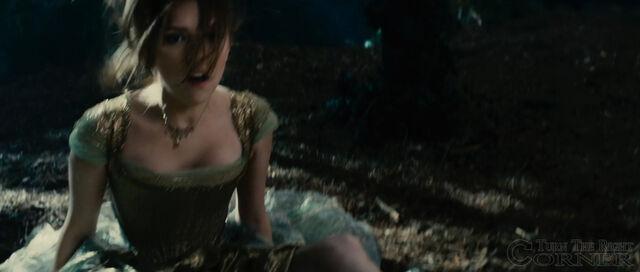 File:Into-the-woods-movie-screenshot-anna-kendrick-cinderella-6.jpg