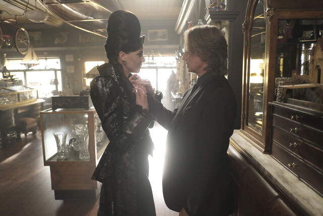 File:Once Upon a Time - 6x02 - A Bitter Draught - Photography - Evil Queen and Gold.jpg