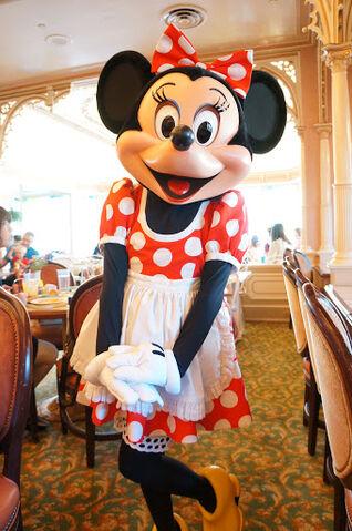 File:Minnie Mouse at Disneyland Character Breakfast.jpg