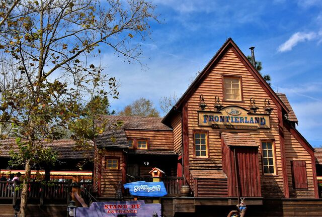 File:Frontierland Station Magic Kingdom.jpg