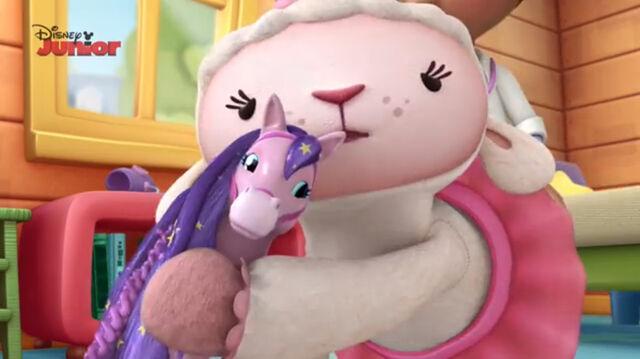 File:Lambie gives joni a cuddle.jpg