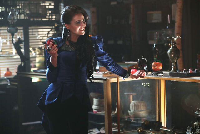 File:Once Upon a Time - 6x04 - Strange Case - Photgraphy - Evil Queen.jpg