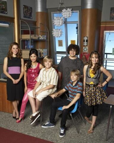 File:480px-The Suite Life on Deck Cast.jpg