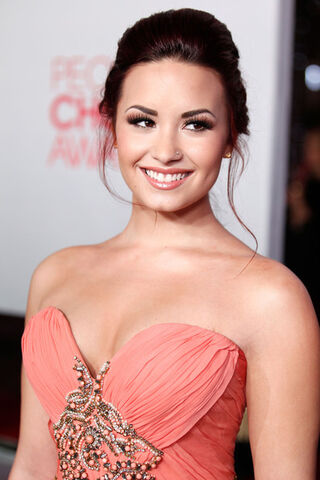 File:Demi+Lovato+2012+People+Choice+Awards+Red+dpL7O3z1G3Xl.jpg