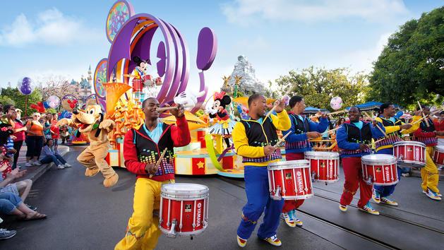 File:Mickey's Soundsational Parade (DL).jpeg