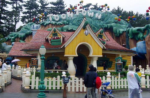 File:Mickey's House and Meet Mickey (TDL).jpg