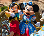 Tokyo Disneyland Pinocchio and Minnie Mouse 01