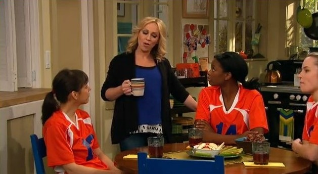 File:Amy talking to the volleyball team.jpg