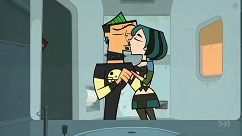File:DuncanAndGwenKiss1.png