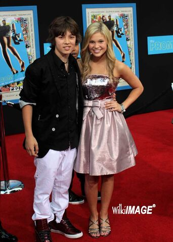 File:Olivia-and-leo-olivia-holt-23811980-800-1120.jpg